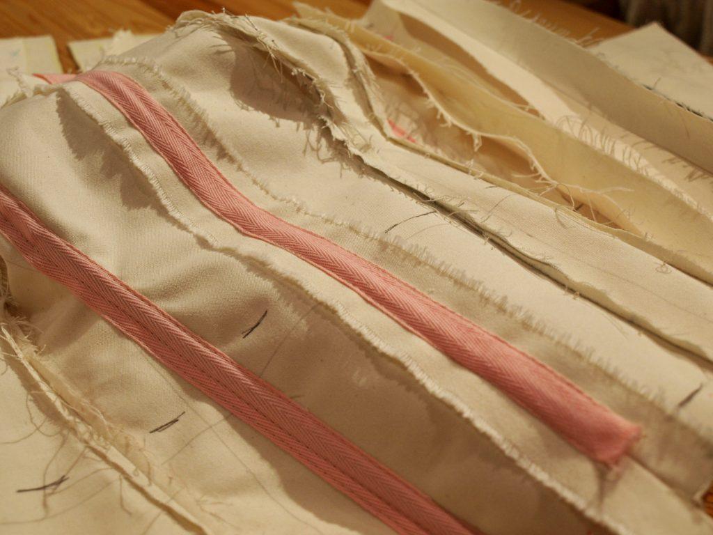 Toile d'essayage d'un corset sur mesure