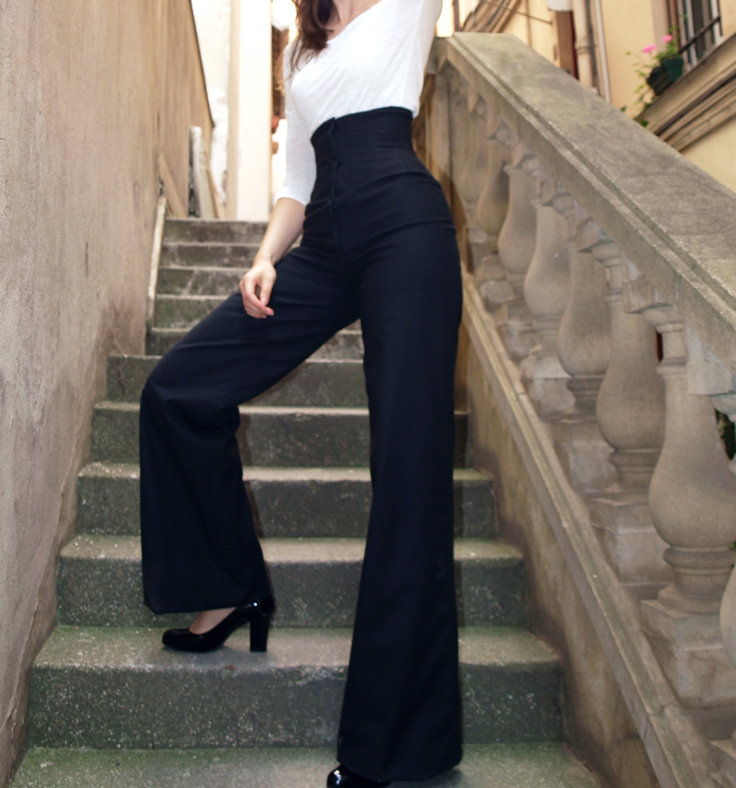 Corseted pants in wool with integrated underbust